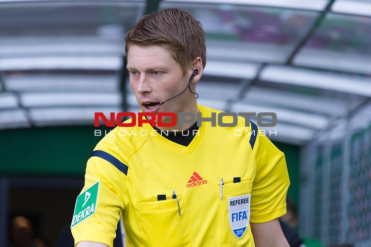 14.02.2015, Weser Stadion, Bremen, GER, 1.FBL. Werder Bremen vs 1. FC Augsburg, im Bild<br /> <br /> <br /> <br /> Christian Dingert  (Schiedsrichter / Referee)<br /> <br /> <br /> Foto &copy; nordphoto / Kokenge
