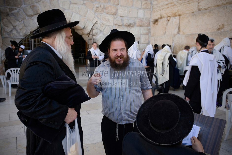 Asie/Israël/Judée/Jérusalem: Pélerins au Mur des Lamentations ou Mur Occidental Juifs orthodoxes