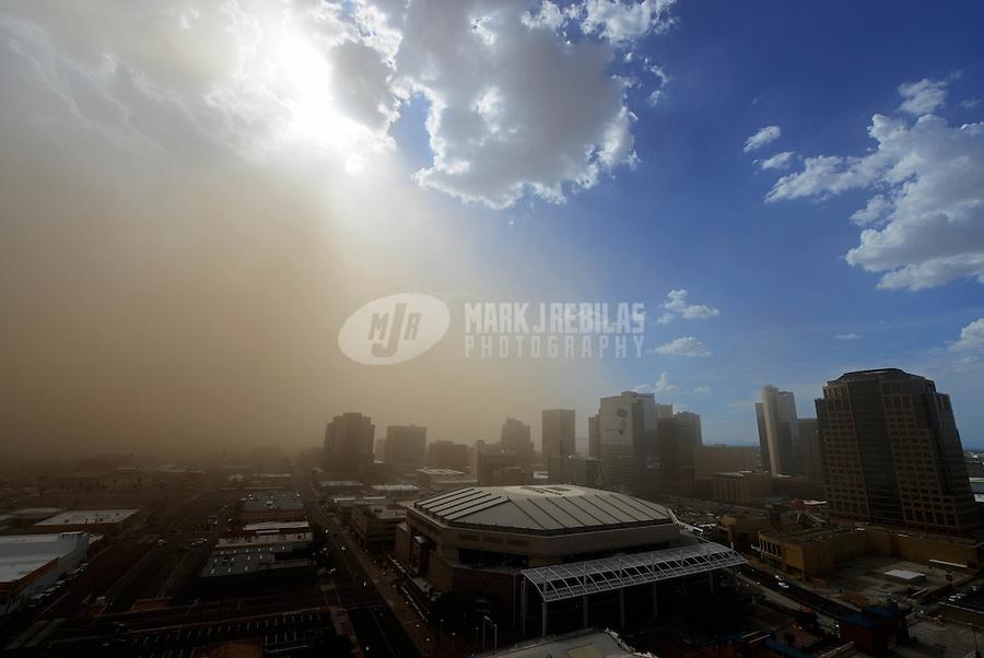 Phoenix downtown thunderstorm weather storm chaser chasing clouds sky Arizona rain dust haboob sand sun monsoon US Airways Center NBA Suns stadium high rise skyscraper