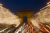 Europe/France/Ile-de-France/75008/Paris : les Champs Eysées et l'Arc de Triomphe