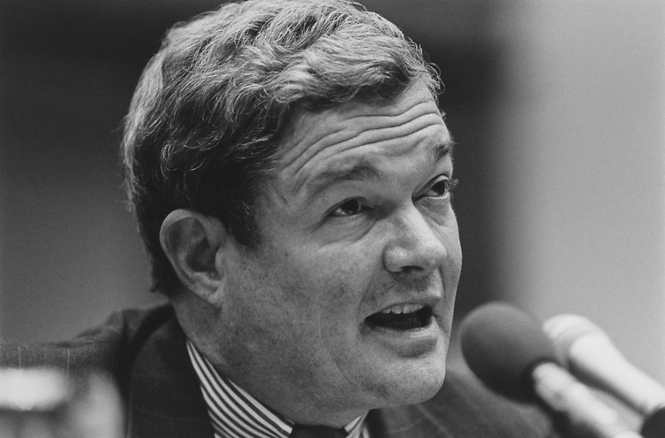 Sen. Kit Bond, R-Mo., testifies in front of House Government Opposition Committee, on Oct. 28, 1993. (Photo by Laura Patterson/CQ Roll Call via Getty Images)