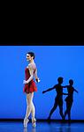 TROISIEME SYMPHONIE DE GUSTAV MAHLER....Choregraphie : NEUMEIER John..Decor : NEUMEIER John..Lumiere : NEUMEIER John..Avec :..BELLET Aurelia..Lieu : Opera Bastille..Ville : Paris..Le : 11 03 2009..© Laurent PAILLIER / photosdedanse.com