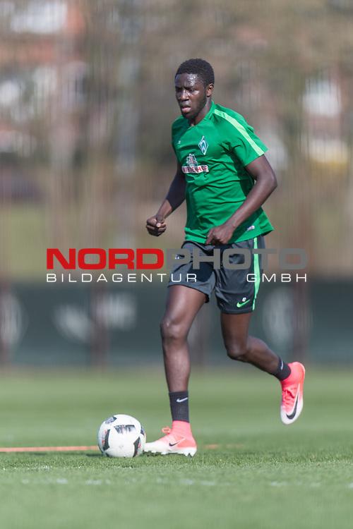 28.03.2017, Trainingsgelaende, Bremen, GER, 1.FBL, Training Werder Bremen<br /> <br /> im Bild<br /> Ousman Manneh (Bremen #47) am Ball, <br /> <br /> Foto &copy; nordphoto / Ewert