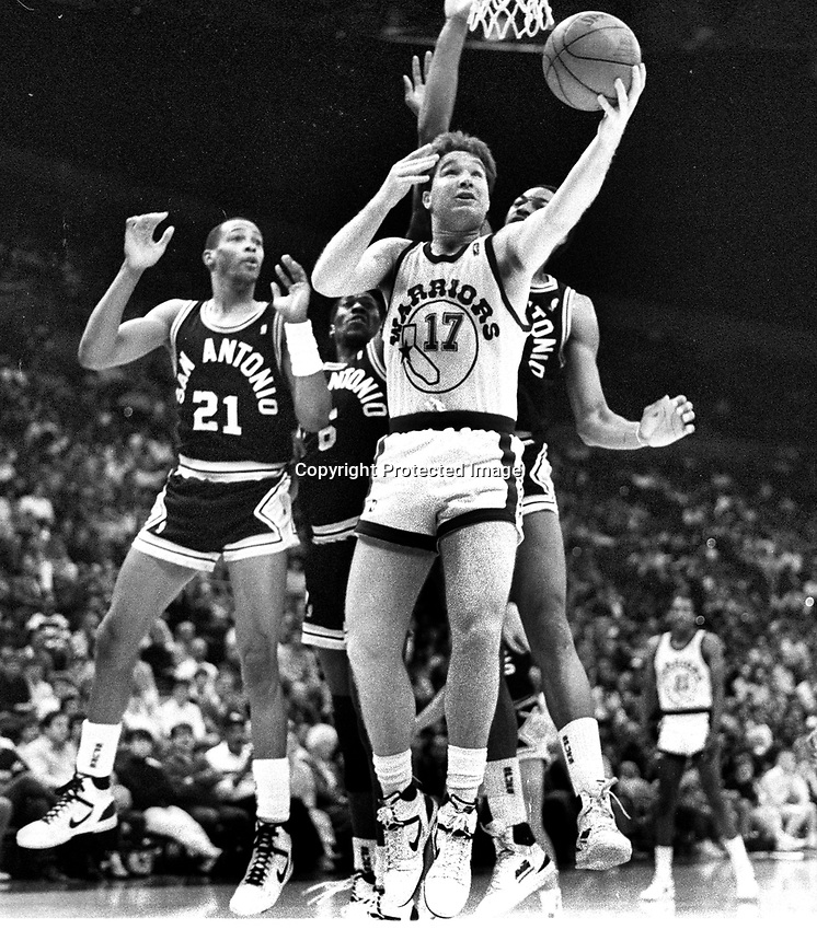 Warriors Chris Mullin against the San Antonio Spurs..Alvin Robertson.<br /> (1987 photo/Ron Riesterer)