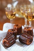 """Europe/France/Aquitaine/33/Gironde/Sauternais: """"Les Cannelés"""", recette du restaurant Saprien et verres de vin blanc - Photographiée au chateau de Malle"""