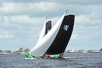 SKUTSJESILEN:  : 2011, SKS skûtsjesilen, skûtsje Leeuwarden, Rienk Ulbesz, schipper Jappie Meeter, ©foto Martin de Jong