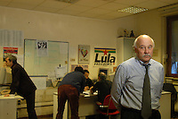 Roma Febbraio 2005.Redazione del quotidiano Il Manifesto, sequestro di Giuliana Sgrena.Il compagno di giulian Sgrena Pierluigi Scolari .Rome, February 2005.Editor of the newspaper Il Manifesto, Giuliana Sgrena kidnapping.