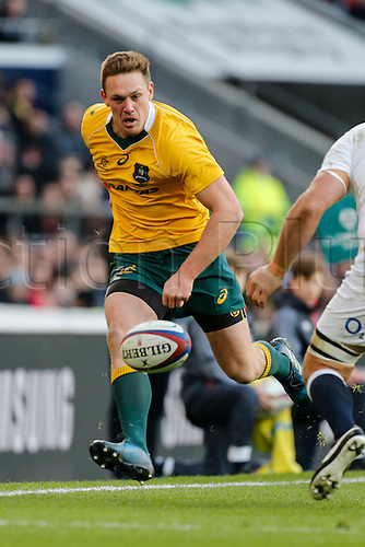 03.12.2016. Twickenham, London, England. Autumn International Rugby. England versus Australia.  Dane Haylett-Petty of Australia kicks ahead.   Final score: England 37-21 Australia.