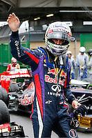 SAO PAULO, SP, 23.11.2013 - F1 - TREINOS LIVRES -  O piloto alemao Sebastian Vettel da Red Bull comemora pole position apos o treino classificatorio deste sábado (23) para o Grande Prêmio do Brasil de Fórmula 1, no autódromo de Interlagos, na zona sul de São Paulo. O treino de classificação para a corrida, que ocorre amanhã, começa hoje a partir das 14h. (Foto: Lukas Gorys / Brazil Photo Press).