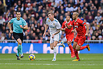 Toni Kroos of Real Madrid (C) in action against Guido Pizarro of Sevilla FC (R) during La Liga 2017-18 match between Real Madrid and Sevilla FC at Santiago Bernabeu Stadium on 09 December 2017 in Madrid, Spain. Photo by Diego Souto / Power Sport Images
