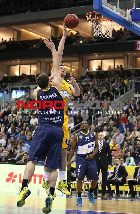 03.01.2014, O2 world, Berlin, GER, 1.BBL, ALBA Berlin vs EWE Baskets Oldenburg, im Bild Leon Radosevic (Alba Berlin), Chris Kramer (Baskets Oldenburg)<br /> <br />               <br /> Foto &copy; nordphoto /  Schulz