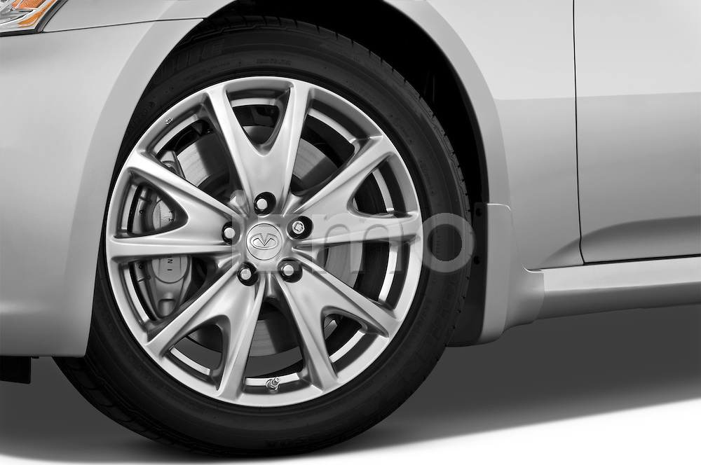 Tire and wheel close up detail view of a 2009 Infiniti G37 S Sedan