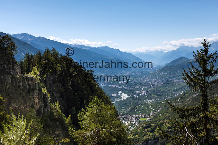 Switzerland, Canton Valais, near Leuk: view into Rhone Valley   Schweiz, Kanton Wallis, bei Leuk: Blick ins Rhonetal