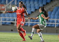 CALI - COLOMBIA, 30-08-2019: Catalina Usme del América disputa el balón con Carolina Arbelaez de Nacional durante partido por los cuartos de final vuelta de la Liga Femenina Aguila 2019 entre América de Cali y Atlético Nacional jugado en el estadio Pascual Guerrero de la ciudad de Cali. / Catalina Usme of America struggles the ball with Carolina Arbelaez of Nacional during second leg match for the quaterfinals as part of Aguila Women League 2019 between America de Cali and Atletico Nacional played at Pascual Guerrero stadium in Cali. Photo: VizzorImage / Gabriel Aponte / Staff