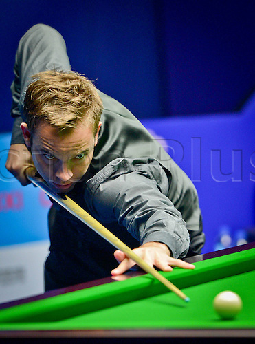 19.06.2013 Wuxi, China. Allister Carter of England   Against Lyu Haotian  of China during their Second Round of Snooker Wuxi Classic Match in Wuxi East Chinas Jiangsu Province.