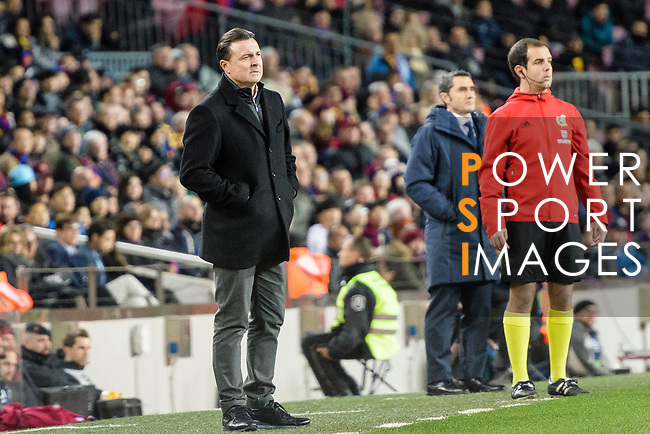 Manager Cristobal Parralo Aguilera of RC Deportivo La Coruna (L) during the La Liga 2017-18 match between FC Barcelona and Deportivo La Coruna at Camp Nou Stadium on 17 December 2017 in Barcelona, Spain. Photo by Vicens Gimenez / Power Sport Images