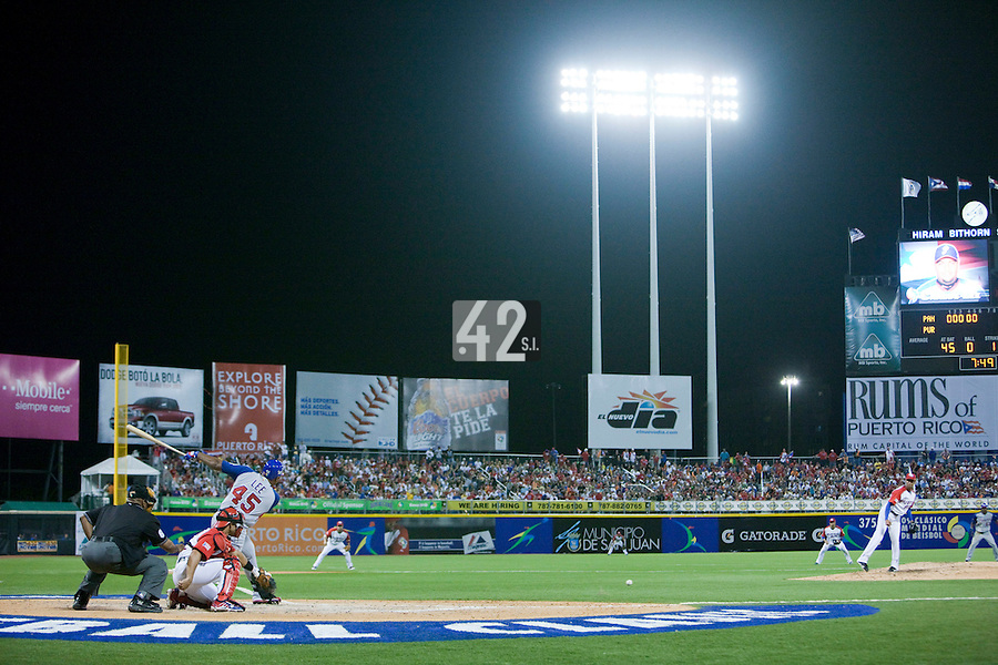 7 March 2009: #45 Carlos Lee of Panama hits the ball as he faces pitcher #27 Nelson Figueroa of Puerto Rico during the 2009 World Baseball Classic Pool D match at Hiram Bithorn Stadium in San Juan, Puerto Rico. Puerto Rico wins 7-0 over Panama.