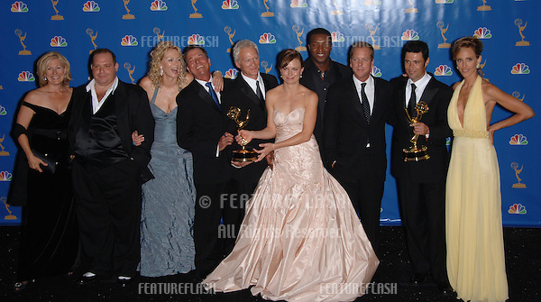 "Stars of ""24"": KIEFER SUTHERLAND, MARY LYNN RAJSKUB, KIM RAVER, JEAN SMART, LOUIS LOMBARDI, GREGORY ITZIN, JAMES MORRISON, ROGER R. CROSS & CARLOS BERNARD, JAYNE ATKINSON at the 2006 Primetime Emmy Awards at the Shrine Auditorium, Los Angeles..8 27, 2006 Los Angeles, CA.© 2006 Paul Smith / Featureflash"