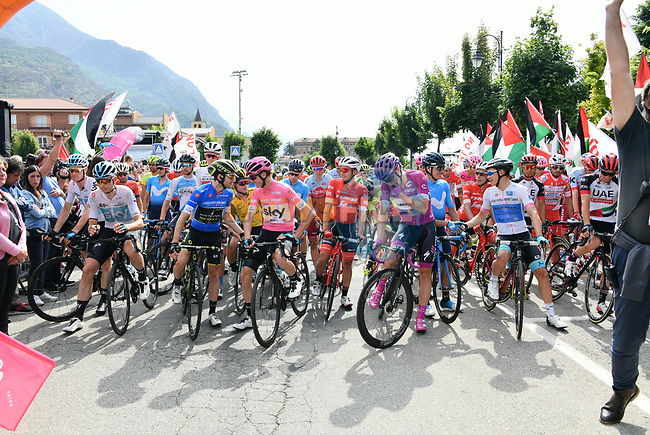 New race leader Chris Froome (GBR) Team Sky wearing the Maglia Rosa, Simon Yates (GBR) Mitchelton-Scott wearing the Maglia Azzurra and Maglia Ciclamino Elia Viviani (ITA) Quick-Step Floors lined up for the start of Stage 20 of the 2018 Giro d'Italia, running 214km from Susa to Cervinia is the final mountain stage, with the last three climbs of Giro 101 deciding the GC of the Corsa Rosa, Italy. 26th May 2018.<br /> Picture: LaPresse/Gian Mattia D'Alberto | Cyclefile<br /> <br /> <br /> All photos usage must carry mandatory copyright credit (© Cyclefile | LaPresse/Gian Mattia D'Alberto)
