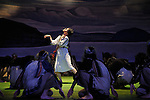 Sacre # 2<br /> Reconstitution historique de la danse de Vaslav Nijinski de 1913 <br /> <br /> Chor&eacute;graphie Dominique Brun assist&eacute;e de Sophie Jacotot / Musique Le Sacre du Printemps d&rsquo;Igor Stravinsky, par l'Orchestre Les Si&egrave;cles, dirig&eacute; par Fran&ccedil;ois-Xavier Roth, avec l&rsquo;&Eacute;lue Julie Salgues / Les femmes : Caroline Baudouin, Marine Beelen, Garance Br&eacute;haudat, Lou Cantor, Clarisse Chanel, Sophie G&eacute;rard, Anne Laurent, Anne Lenglet, Virginie Mirbeau, Marie Orts, Laurie Peschier-Pimont, Maud Pizon, Mathilde Rance, &Eacute;nora Rivi&egrave;re, Marcela Santander, Lina Schlageter. / Les hommes : Rom&eacute;o Agid, Matthieu Bajolet, Fernando Cabral, Sylvain Cassou, Miguel Garcia Llorens, Maxime Guillon-Roi-Sans-Sac, Corentin Le Flohic, Johann N&ouml;hles, Edouard Pelleray, Sylvain Prunenec, Jonathan Schatz, Pierre Tedeschi, Vincent Weber.<br /> Lumi&egrave;res Sylvie Garot / R&eacute;gie g&eacute;n&eacute;rale Christophe Poux / R&eacute;gie plateau : Thalie Lurault<br /> / Costumes Laurence Chalou, assist&eacute;e de L&eacute;a Rutkowski / Peintures Costumes Camille Joste / Atelier Jeremie Hazael-Massieux, Sonia de Sousa / R&eacute;alisation Costumes Atelier Jos&eacute; Gomez /Coiffure Guilaine Tortereau <br /> D&eacute;cor : Peinture Toiles Odile Blanchard, Giovanni Coppola, Jean-Paul Letellier.<br /> Merci &agrave; l'Atelier Devineau.<br /> <br /> Cr&eacute;ation 13 mars 2014 au Man&egrave;ge de Reims, en cor&eacute;alisation avec l'Op&eacute;ra de Reims