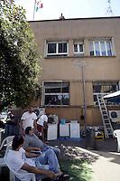 Roma, 18 Luglio 2012.Lavoratori e lavoratrice degli studios di Cinecittà occupano dal 4 Luglio una parte degli stabilimenti cinematografici contro il progetto di smantellamento e la cementificazione..Il piano di ridimensionamento è stato  annunciato da Cinecittà Studios Spa e Cinecittà Digital Factory
