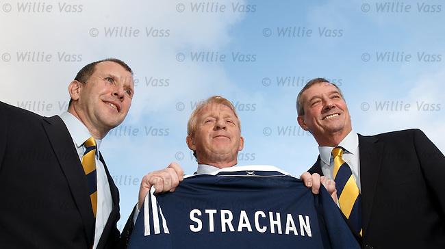 Gordon Strachan with Stewart Regan and Campbell Ogilvie