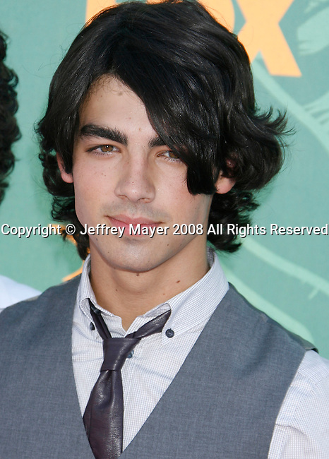 Musician Joe Jonas of The Jonas Brothers arrives at the 2008 Teen Choice Awards at the Gibson Amphitheater on August 3, 2008 in Universal City, California.