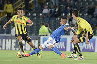 BOGOTÁ -COLOMBIA, 25-10-2014. Fernando Uribe (Der) jugador de Millonarios disputa el balón con Camilo Andres Ayala (Izq) jugador de Alianza Petrolera durante partido por la fecha 16 de la Liga Postobón II 2014 jugado en el estadio Nemesio Camacho el Campín de la ciudad de Bogotá./ Fernando Uribe (R) player of Millonarios fights for the ball with Camilo Andres Ayala (L) player of Alianza Petrolera during the match for the 16th date of the Postobon League II 2014 played at Nemesio Camacho El Campin stadium in Bogotá city. Photo: VizzorImage/ Gabriel Aponte / Staff
