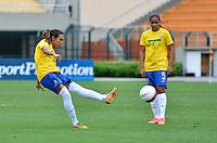 ATENÇÃO EDITOR FOTO EMBARGADA PARA VEÍCULOS INTERNACIONAIS - SAO PAULO, SP, 09 DE DEZEMBRO DE 2012 - TORNEIO INTERNACIONAL CIDADE DE SÃO PAULO - BRASIL x PORTUGAL: Marta (e) durante partida Brasil x Portugal, válido pelo Torneio Internacional Cidade de São Paulo de Futebol Feminino, realizado no estádio do Pacaembú em São PauloFOTO: LEVI BIANCO - BRAZIL PHOTO PRESS