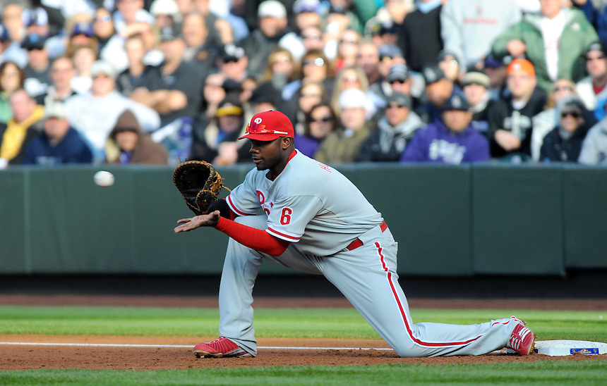 12 October 2009: Phillies 1st baseman Ryan Howard makes an out at 1st base during a National League Division Series game between the Philadelphia Phillies and the Colorado Rockies at Coors Field in Denver, Colorado. The Phillies beat the Rockies 5-4 and won the series 3-1. *****For editorial use only*****