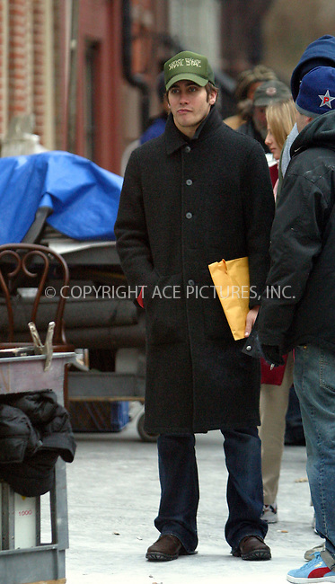 "Jake Gyllenhaal arrived to the set of ""Mona Lisa Smile"" in Greenwich Village to say hello to his sister Maggie and girlfriend Kirsten Dunst who appear in the movie. New York, January 13, 2003. Please byline: Alecsey Boldeskul/NY Photo Press.   ..*PAY-PER-USE*      ....NY Photo Press:  ..phone (646) 267-6913;   ..e-mail: info@nyphotopress.com"