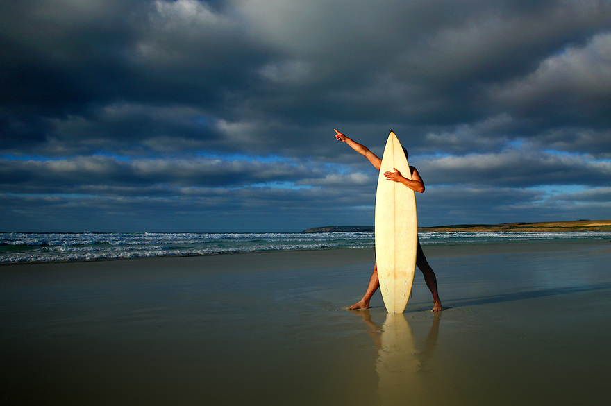 Surfer pointing to the sea
