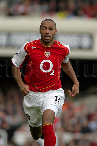 2 October 2004: Arsenal striker THIERRY HENRY running during the Premier League match between Arsenal and Charlton. Arsenal beat Charlton Athletic 4-0 in the game played at Highbury Photo: Action Plus...041002 football soccer premiership premier league player