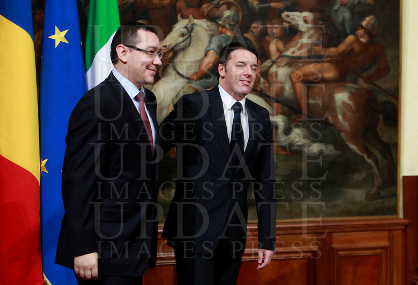 Il Presidente del Consiglio Matteo Renzi accoglie il Primo Ministro della Romania Victor Ponta a Palazzo Chigi, Roma, 28 febbraio 2014.<br /> Italian Premier Matteo Renzi welcomes Romanian Prime Minister Victor Ponta, left, at Chigi Palace, Rome, 28 February 2014.<br /> UPDATE IMAGES PRESS/Isabella Bonotto
