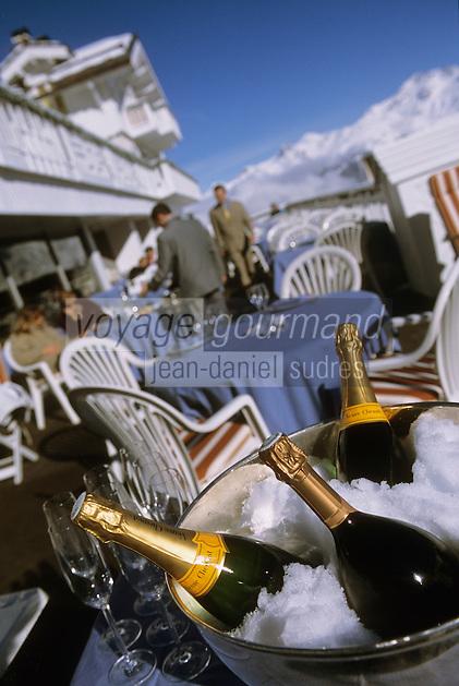 """Europe/France/Rhone-Alpes/73/Savoie/Courchevel 1850 : Champagne à la terrasse du restaurant """"Le Chabichou"""""""