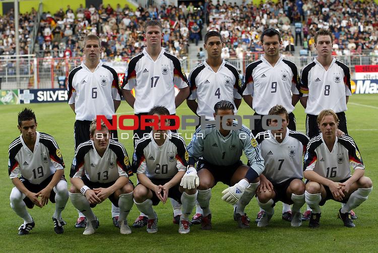 U21 - EM 2004 - Gruppe B<br /> Deutschland vs. Schweiz 2:1<br /> Mannschaftsfoto von Deutschland vor dem Spiel gegen die Schweiz.<br /> Hintere Reihe von links nach rechts:<br /> Thomas Hitzlsperger, Alexander Madlung, Malik Fatih,<br /> Benjamin Auer und Hanno Balitsch.<br /> Vordere Reihe von links nach rechts:<br /> Mimoun Azaouagh, Bastian Schweinsteiger, Christian Tiffert,<br /> Tim Wiese, Andreas Goerlitz und Christoph Preuss.<br /> Foto &copy; nordphoto - Ruediger Lampe<br /> <br />  *** Local Caption *** Foto ist honorarpflichtig! zzgl. gesetzl. MwSt.<br />  Belegexemplar erforderlich<br /> Adresse: nordphoto<br /> Georg-Reinke-Strasse 1<br /> 49377 Vechta