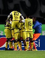 BOGOTA - COLOMBIA - 22 – 03 - 2018: Los jugadores de Alianza Petrolera, celebran el gol anotado a Millonarios, durante partido aplazado de la fecha 8 entre Millonarios y Alianza Petrolera, por la Liga Aguila I 2018, jugado en el estadio Nemesio Camacho El Campin de la ciudad de Bogota. / The players of Alianza Petrolera,  celebrate the scored goal to Millonarios, during a posponed match of the 8th date between Millonarios and Alianza Petrolera, for the Liga Aguila I 2018 played at the Nemesio Camacho El Campin Stadium in Bogota city, Photo: VizzorImage / Luis Ramirez / Staff.