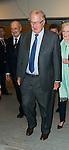Le Roi Albert II et la Reine Paola &eacute;taient pr&eacute;sent pour assister &agrave; &quot;la tribune des Grandes Conf&eacute;rences Catholiques&quot;<br /> Le conf&eacute;rencier &eacute;tant, Beno&icirc;t Lengel&eacute;<br /> de l&rsquo;Acad&eacute;mie Royale de Belgique,<br /> Professeur ordinaire &agrave; l&rsquo;Universit&eacute; catholique de Louvain,<br /> Chirurgien de Sa Majest&eacute; le Roi Albert II<br /> <br /> Avec la premi&egrave;re greffe de visage humain, dont le professeur Beno&icirc;t Lengel&eacute; fut un des artisans, la &laquo; chim&egrave;re faciale &raquo; a quitt&eacute; en 2005 l&rsquo;univers des mythes et l&eacute;gendes pour entrer dans la r&eacute;alit&eacute; m&eacute;dicale du monde pr&eacute;sent. Devenu aujourd&rsquo;hui un fait de science, le &laquo; visage recompos&eacute; &raquo; nous questionne sur ce qui fait l&rsquo;identit&eacute; de la figure humaine. En &eacute;voquant les chemins de la premi&egrave;re greffe de visage, le professeur Lengel&eacute; nous &eacute;clairera, &agrave; travers son exp&eacute;rience au chevet des malades d&eacute;figur&eacute;s, sur la nature de l&rsquo;image de l&rsquo;Humain. Beno&icirc;t Lengel&eacute; a choisi comme titre de sa conf&eacute;rence &agrave; notre tribune : &laquo; Le visage de la chim&egrave;re : le&ccedil;ons d&rsquo;un mythe devenu r&eacute;alit&eacute; &raquo;.<br /> <br /> Le 20 octobre 2014, Bruxelles, Belgique