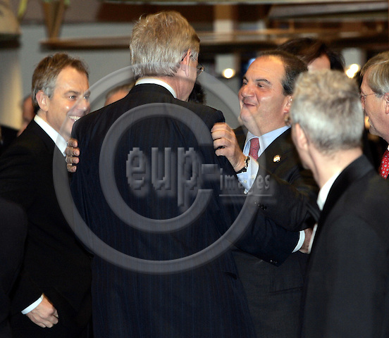 BRUSSELS - BELGIUM - 14 DECEMBER 2006 -- EU-Summit hosted by the Finnish Presidency. -- Tony BLAIR (Le), Prime Minister of U.K. and the Greek Prime Minister Costas KARAMANLIS (Ri) greeting Carl BILDT, Minister for Foreign Affairs of Sweden. -- PHOTO: JUHA ROININEN / EUP-IMAGES