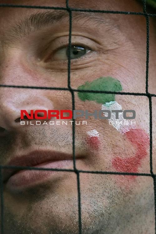 FIFA WM 2006 -  Gruppe E Vorrunde ( Group E )<br /> Play   #25 (17-Jun) - Italien - USA 1:1<br /> <br /> Fan Feature Italien<br /> <br /> Foto &copy; nordphoto