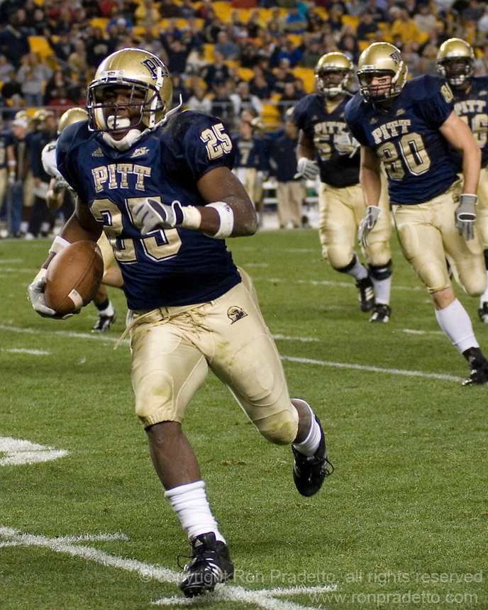 10 October 2007: Pitt running back LeSean McCoy..The Navy Midshipmen beat the Pitt Panthers 48-45 in double overtime on October 10, 2007 at Heinz Field, Pittsburgh, Pennsylvania. .