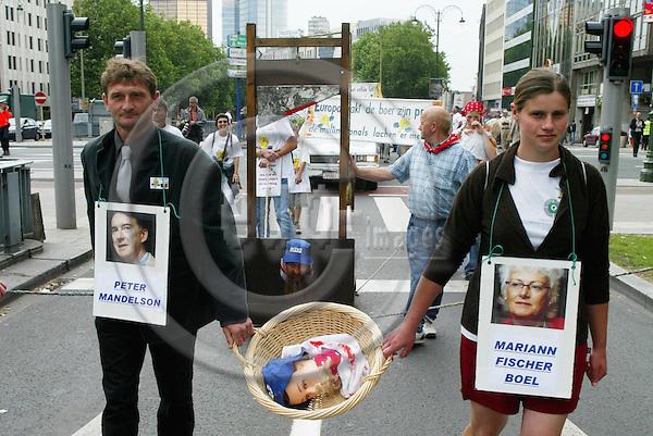 BRUSSELS - BELGIUM - 18 JULY 2005 -- Sugar beet demonstration in Brussels.  PHOTO: ERIK LUNTANG / EUP-IMAGES..