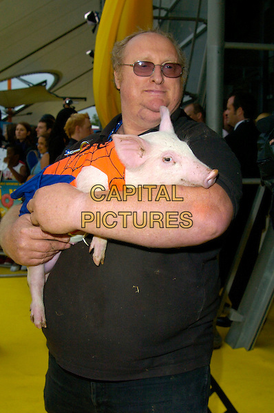 """BABE"" PIGLET & HANDLER.""The Simpsons Movie"" UK premiere at the Vue O2 Arena cinema, London, England..July 25th, 2007.half length spiderpig spider pig spider-pig dress up carrying holding tinted glasses black blue orange .CAP/CAN.©Can Nguyen/Capital Pictures"