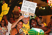 ATENÇÃO EDITOR: FOTO EMBARGADA PARA VEÍCULOS INTERNACIONAIS - RECIFE,PE,10 SETEMBRO 2012 - AMISTOSO SELEÇÃO BRASILEIRA - BRASIL X CHINA -Torcedores  do Brasil antes da  partida Brasil x China no Estádio José do Rego Maciel  (Arruda) em Recife na noite desta segunda feira (10).(FOTO ALE VIANNA - BRAZIL PHOTO PRESS).