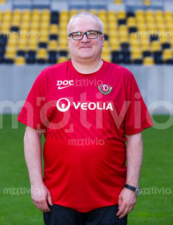 Fussball, 2. Bundesliga, Saison 2013/14, SG Dynamo Dresden, Mannschaftsvorstellung, Mannschaftsfoto, Portraittermin Mannschaftsarzt Dr. Tino Lorenz.