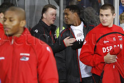 03.02.2007 Eindhoven, Holland.  Patrick Kluivert (PSV Eindhoven) speaks with Trainer Louis van Gaal (Alkmaar) as Danny Koevermans (Alkmaar) stands close PSV Eindhoven versus AZ Alkmaar 2:3,