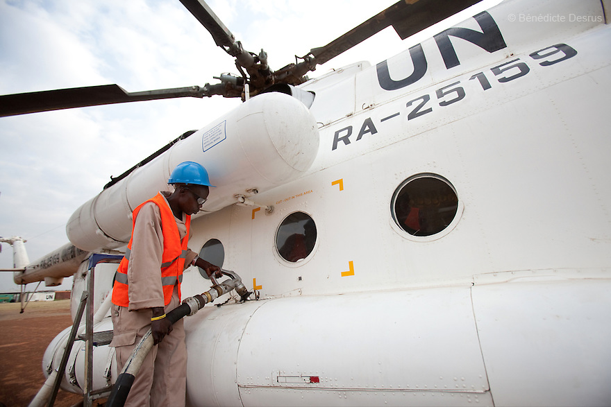 11 december 2010 - Riwoto, South Sudan - Sudanese man refuels a UN Mil Mi-8 helicopter. the UNMIS retrieves completed registration materials in Riwoto - Kapoeta North County, the day after registration for South Sudan's referendum closed. The referendum is scheduled to take place on January 9, 2010. Photo credit: Benedicte Desrus