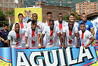ENVIGADO- COLOMBIA -11-07-2015: Los jugadores de Cortulua posan para una foto, durante partido Envigado FC y Cortulua por la fecha 1 de la Liga Aguila II 2015, en el estadio Polideportivo Sur de la ciudad de Envigado. / The players of Cortulua pose for a photo, during a match Envigado FC and Cortulua for the date 1 of the Liga Aguila II 2015at the Polideportivo Sur stadium in Envigado city. Photo: VizzorImage / Leon Monsalve / Cont.