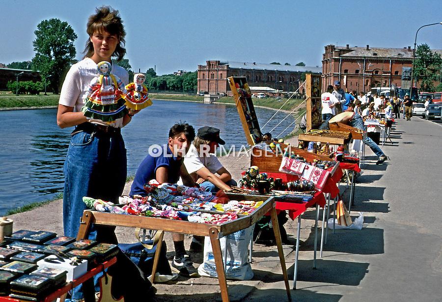 Comércio de rua em São Petersburgo. Rússia. 2000. Foto de Nair Benedicto.