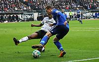 Bastian Oczipka (FC Schalke 04) gegen seinen Nachfolger Jetro Willems (Eintracht Frankfurt) - 16.12.2017: Eintracht Frankfurt vs. FC Schalke 04, Commerzbank Arena, 17. Spieltag Bundesliga
